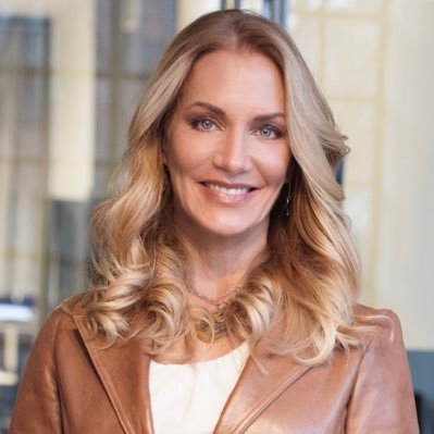 """Thriving, Not Surviving"": Retail Transformation in Challenging Times with Party City's Julie Roehm"